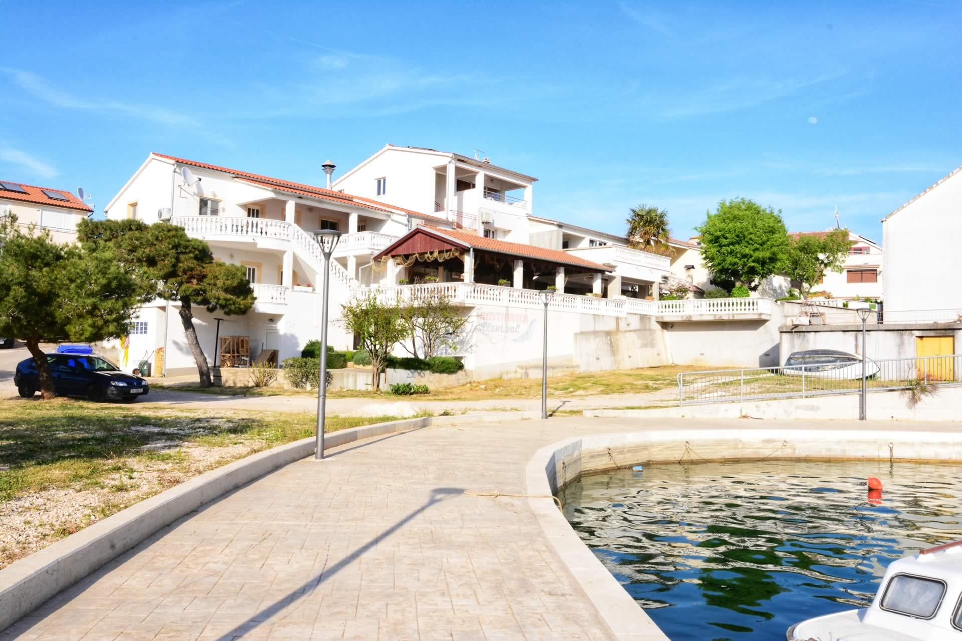 Apartments für Ihren Bootsurlaub mit Bootsanleger, Bootsliegeplatz.