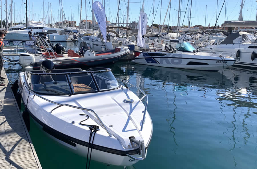 Neues Charter Sportboot in Kroatien